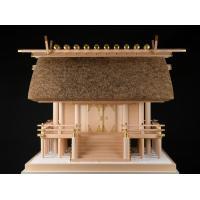 伊勢神宮の建築様式である「唯一神明造」を模した茅葺神殿